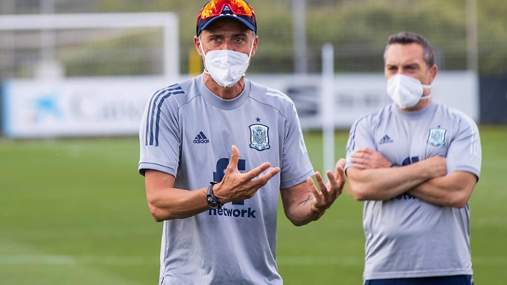Spaniens Nationalcoach Luis Enrique (links) sieht sich in der EM-Vorbereitung mit einigen Problemen konfrontiert