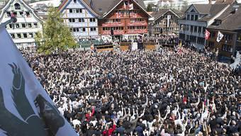 Die Innerrhoder Landsgemeinde in Appenzell vom 29. April 2018 wird erstmals von Dometschern in Gebärdensprache übersetzt (Archivbild Landsgemeinde 2017)