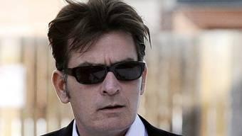 """Charlie Sheen hat keine Freude daran, dass """"seine"""" Serie vorzeitig abgebrochen wurde (Archiv)"""