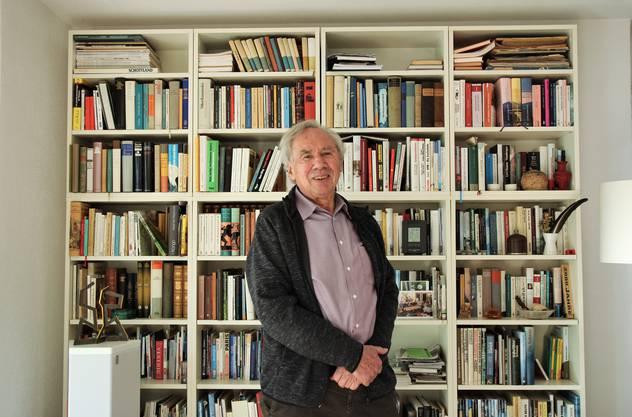 Fotograf und ehemaliger Kulturkommission-Präsident Frank Studer in seiner Stube in Lenzburg.