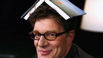 Roger Willemsen als Moderator der Sendung Literaturclub im Jahre 2004 (Archiv)