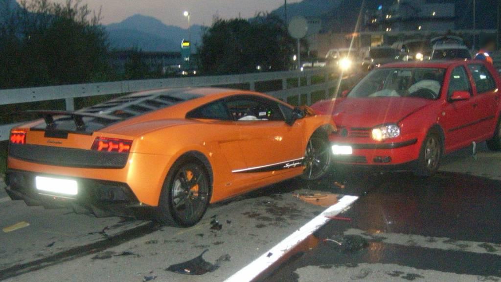 Lamborghini fährt in Auto – 130'000 Franken Sachschaden