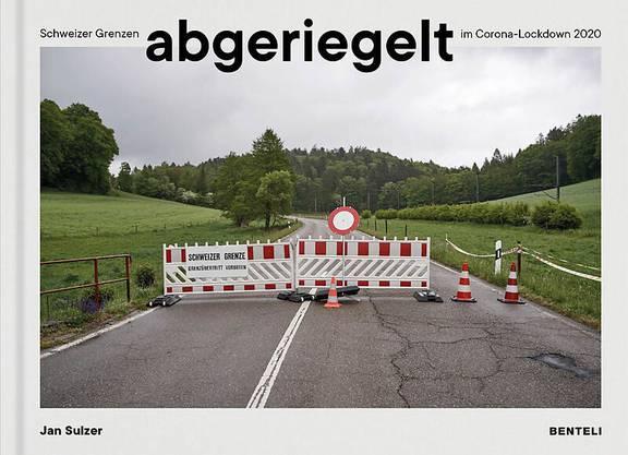 Als sich die Schweiz mit dem Lockdown im März abschottete, hat sich der Fotograf Jan Sulzer mit einer Kamera auf Streifzug begeben und die Grenzübergänge fotografiert. Die Bilder finden sich im Buch «abgeriegelt».