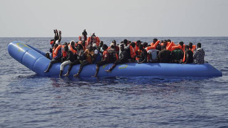 So sieht es auf einem Flüchtlingsboot aus.