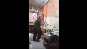 «Love Shack»: Dieser Mann aus Buenos Aires begeistert Zwei- und Vierbeiner.