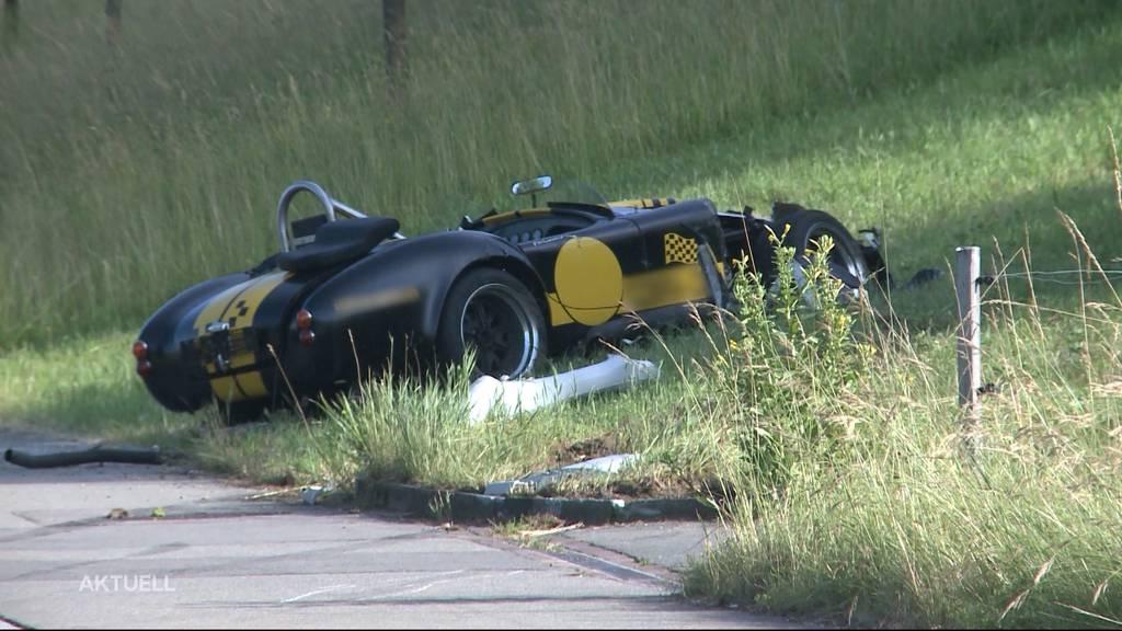 Oldtimer-Crash: Ein 52-Jähriger baut in Büttikon einen schlimmen Selbstunfall