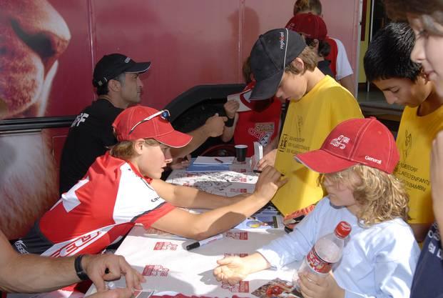 Hier bei einer Autogrammstunde im Rahmen des Generali-Cups 2007 für das SOS-Kinderdorf