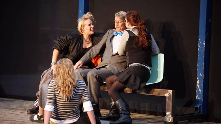 Laienbühne: Die Muttenzer Rattenfänger inszenierten im 2007 das Stück «Haltestelle Geister» von Helmut Krausser.(Bild: bz archiv)