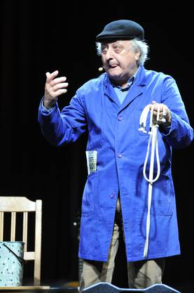 10 Solothurner Künstler und Künstlerinnen präsentierten sich dem Publikum. Unter ihnen war auch Zauberer Erino, der dem Publikum mit Zaubertricks aufwartete.