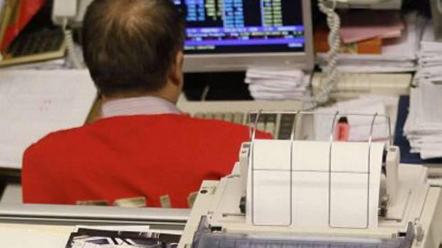 Börsenhändler am Computer (Archiv)