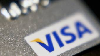Der Anbieter von Kreditkarten Visa hat im abgelaufenen Geschäftsquartal den Umsatz und den Gewinn deutlich gesteigert - dem Online-Handel sei Dank. (Archivbild)
