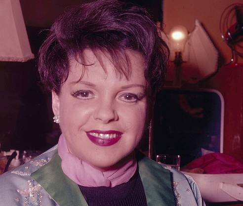 Judy Garland backstage 1968 in London.