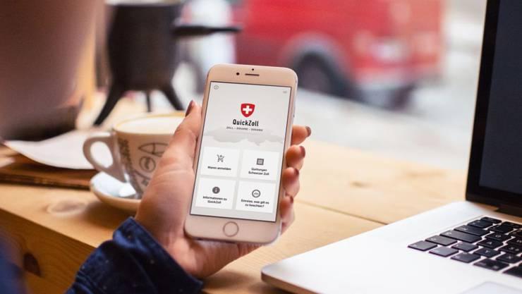 Reisende haben beim Grenzübertritt in die Schweiz mit der App QuickZoll im ersten Betriebsjahr Waren für rund 1,1 Millionen Franken verzollt. (Archivbild)