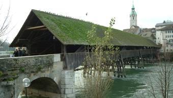Oltens Wahrzeichen: Holzbrücke über die Aare.