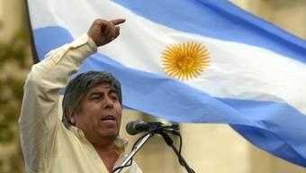 Der argentinische Gewerkschafts-Chef Hugo Moyano im Mai 2002. Nun steht er wegen der Schweiz unter Druck.