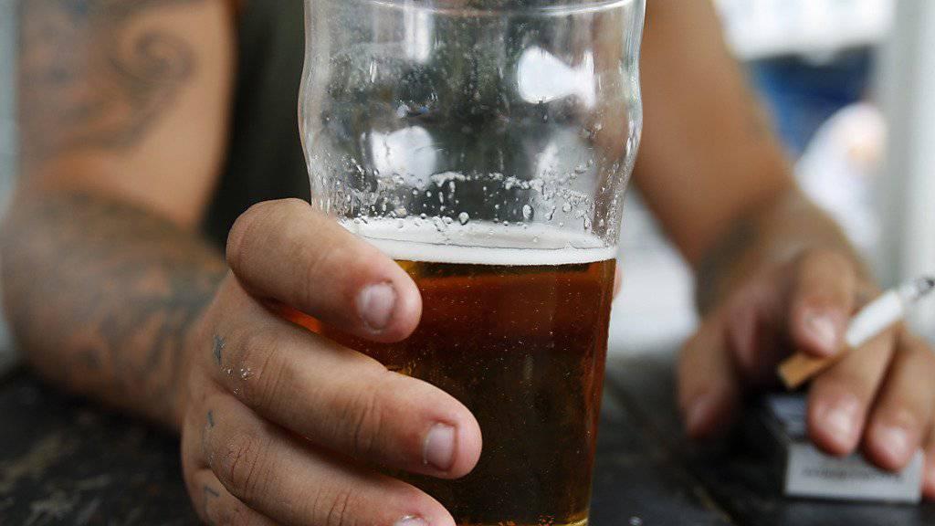 Wegen ätzendem Putzmittel im Bier wurde in Schweden der Verkauf von 140'000 Litern Bier gestoppt. (Symbolbild)