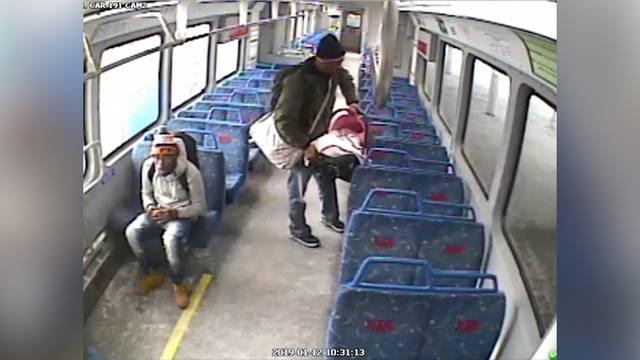 Baby fährt im Zug ohne Vater davon