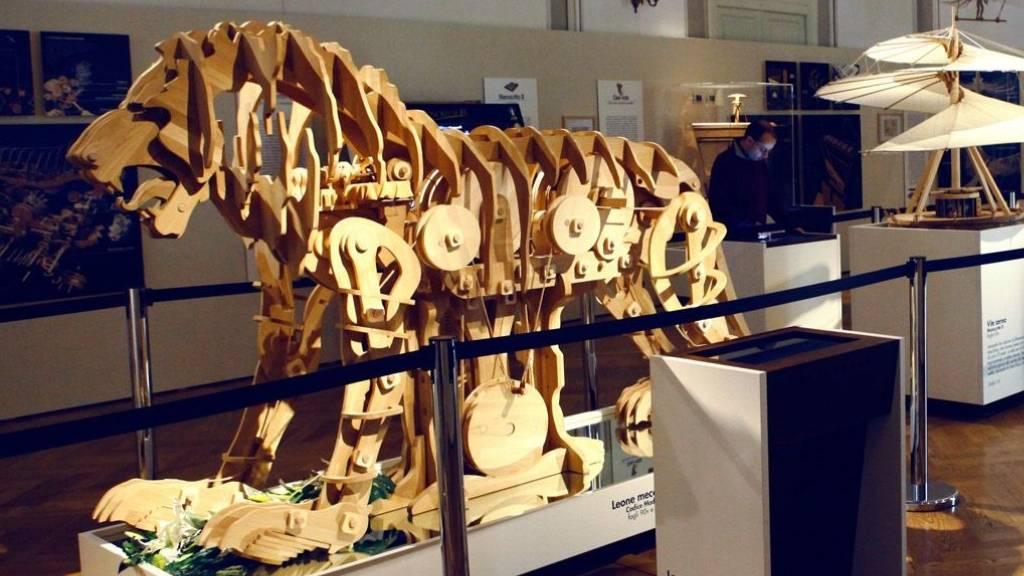 Experten bauen da Vincis Zwei-Meter-Löwen aus Holz nach
