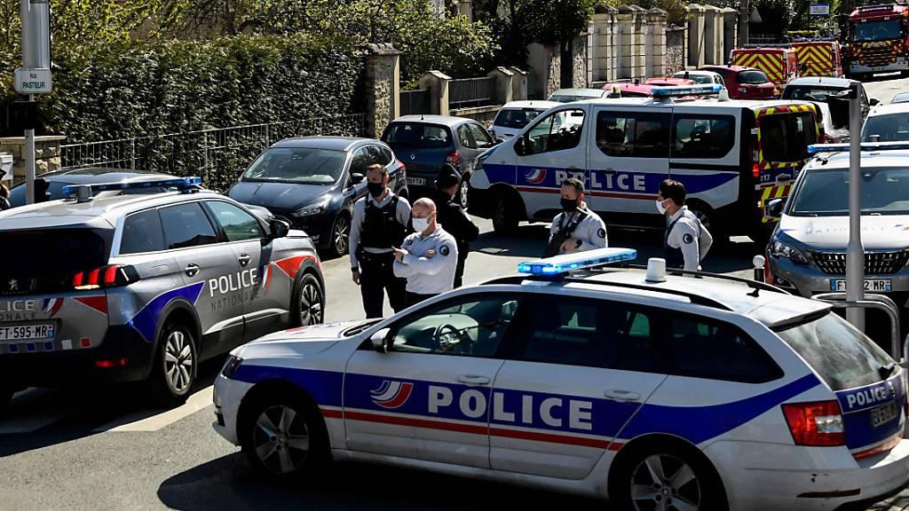 Terrorverdacht nach Messerattacke auf Polizeiwache bei Paris