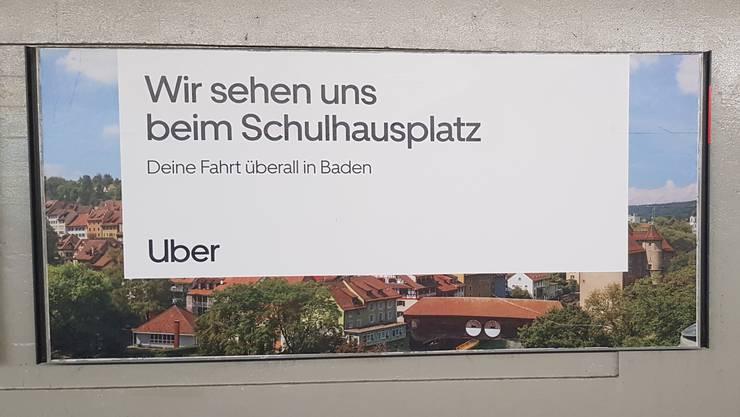Mit diesem Plakat wirbt der amerikanische Fahrdienstvermittler Uber in Baden um Fahrgäste.
