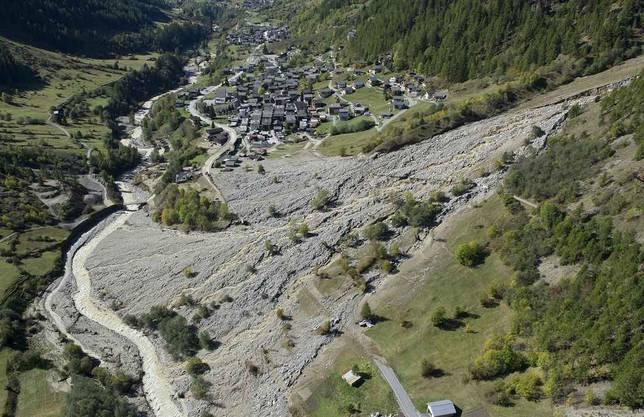 Sicht auf das Dorf Wiler im Lötschental