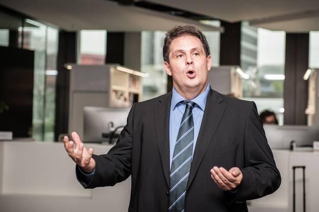 Studiengangleiter Ivan Köhle informiert über den Start an der Hochschule für Wirtschaft.