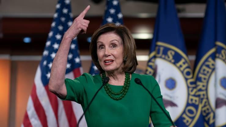 Mehrheitsführerin Nancy Pelosi gilt als starke Frau und macht Trump oft nervös. Ob er sie deshalb Nervous Nancy nennt?