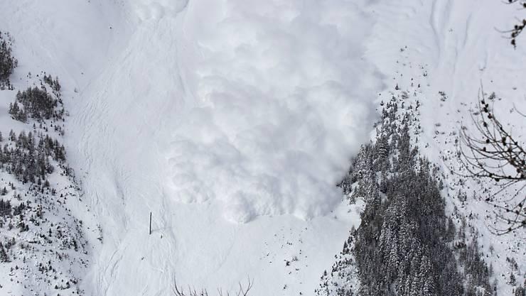Eine zu Testzwecken ausgelöste Lawine im Vallée de la Sionne (VS) erreichte eine Geschwindigkeit von 200 km/h und erstreckte sich über eine Distanz von 2,5 Kilometern. (Archivbild)