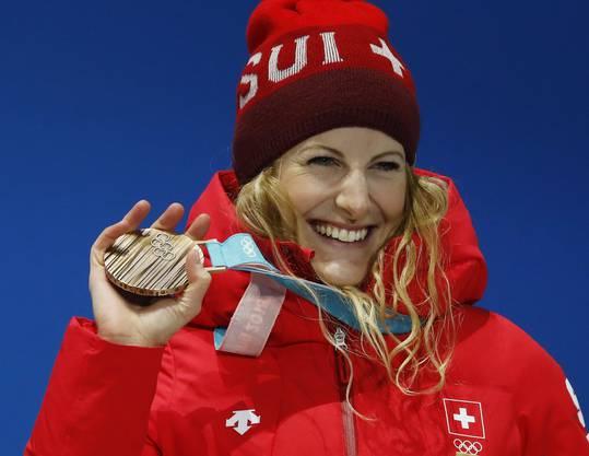 In Sotschi war ihr lediglich der 7. Rang geblieben, nun holte Fanny Smith im Skicross Versäumtes nach. Die Waadtländerin gewann nach einem packenden Duell im Final gegen die schwedische Favoritin Sandra Näslund die Bronzemedaille.