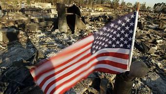 Das Feuer zerstört 80 Häuser