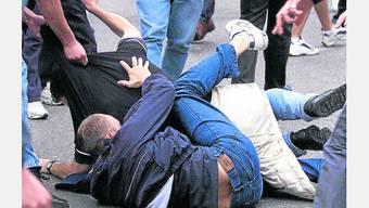 Bei einem Streit zwischen zwei Männern und dem Sicherheitsdienst eines Zürcher Klubs sind die beiden Gäste am Kopf verletzt worden. (Symbolbild)