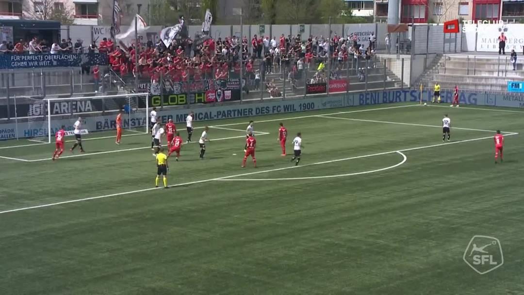 3. Minute:  Frühe Führung für den FC Aarau, nach einem Eckball von Markus Neumayr nickt Marco Schneuwly den Ball in die lange Ecke ein.