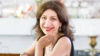 Autorin Kathy Zarnegin im Café «Zum Kuss» in Basel: Von ihrer Muttersprache persisch hat sie sich ganz losgelöstSandra Ardizzone