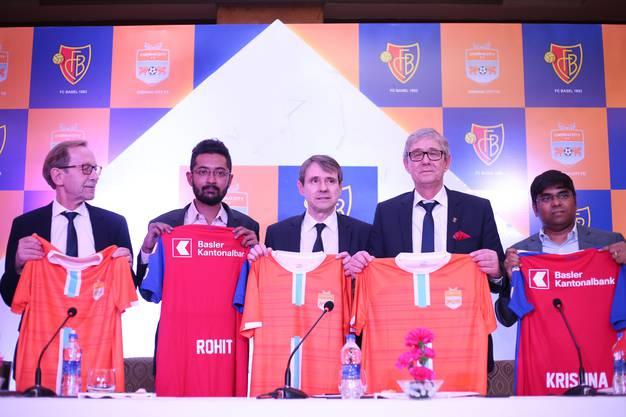 Von links nach rechts: Peter Von Büren, FCB Vereinsvorstand, Rohit Ramesh, Präsident von Chennai City, Bernhard Burgener,  Roland Heri und R Krishnakumar, der Gesellschafter von Chennai City