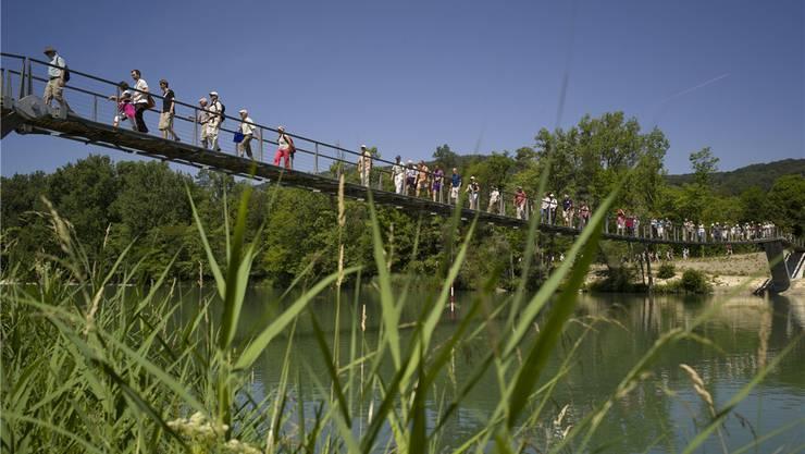 Zu Fuss an den Fluss, an den Bach und an den See.
