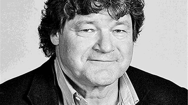 Christoph Bopp studierte Germanistik, Philosophie und Latein an der Universität Zürich. Er erwarb das Höhere Lehramt und unterrichtete Latein, Philosophie und Deutsch an der Neuen Kantonsschule Zelgli in Aarau. Beim damaligen «Badener Tagblatt» stieg er 1985 in den Journalismus ein. Zuerst beim Sport-Ressort, dann wurde er Computer-Beauftragter für die Redaktion, später Chef vom Dienst. 1996, bei der Fusion zwischen Aargauer Tagblatt und Badener Tagblatt, übernahm er die Abschlussredaktion. Ab 1999 war er für die Wochenendbeilage «AZ Weekend» zuständig. Später arbeitete er als Ressortleiter «Thema» und seit ein paar Jahren als Autor für verschiedene Themen. Seit einigen Jahren unterrichtet er an der FHNW Technik in Windisch die Module «Schreibpraxis» und «Argumentation und Rhetorik» und «Technikphilosophie».