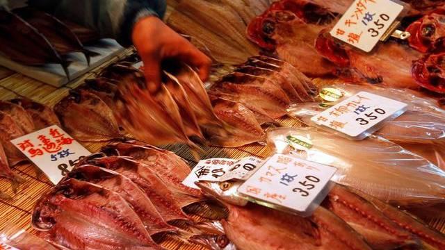 Auslage auf einem Fischmarkt in Japan (Symbolbild)