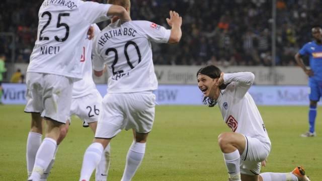Patrick Ebert (mitte) erzielte für die Hertha den goldenen Treffer