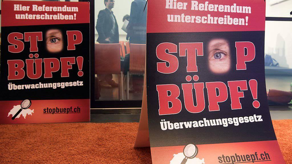 Nach dem die Unterschriftensammlung für ein Referendum gegen das BÜPF lange harzig lief, sollen nun 55'000 Unterschriften beisammen sein. (Archivbild)