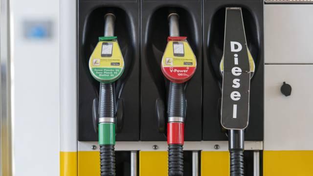 Aufgrund des starken Frankens sei der Umsatz schlagartig zurückgegangen, beklagt sich ein Tankstellenbetreiber im Zurzibiet. (Symbolbild)