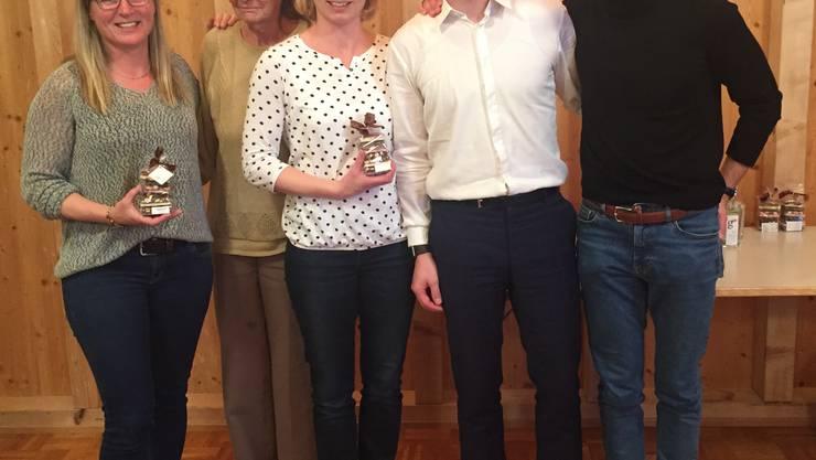Die Jubilare: Bettina Pfister (30 Jahre), Margrit Trachsel (45 Jahre), Caroline Gieringer (25 Jahre), Präsident Philipp Stamm und Mario Stamm (10 Jahre)