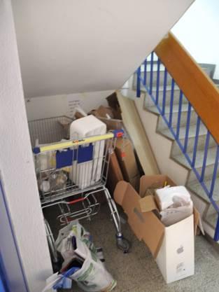 Im Treppenhaus der Markstrasse 9 stapelt sich der Müll