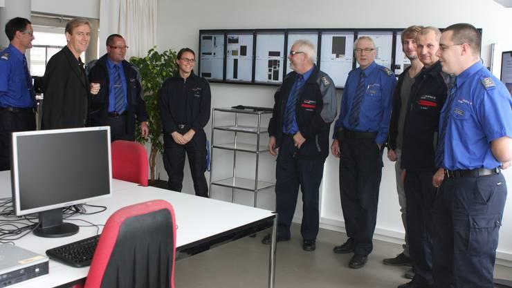 Das Kader der Stadtpolizei und die entsprechenden Stellvertreter zusammen mit SZ-Chefredaktor Theodor Eckert (2.v.l.)