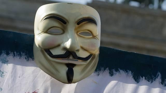Die Guy Fawkes-Maske ist das Erkennungszeichen der Anonymus-Aktivisten (Symbolbild)