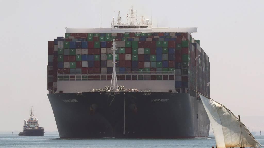 Das im Suezkanal havarierte Riesenfrachtschiff «Ever Given» darf seine Fahrt nach Monaten fortsetzen. Wie viel Geld schlussendlich geflossen ist, ist nicht bekannt. (Archivbild)