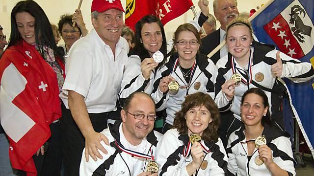 Thomas Lips (kniend, links) nach dem WM-Titel mit dem Team Ott