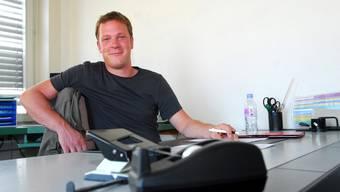 Der Bieler Jarno Bigler in seinem Einmannbüro im «Centro» an der Bettlachstrasse.  fup