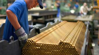 Für Angestellte der MEM-Industrie gilt neu ein Mindestlohn (Archiv)