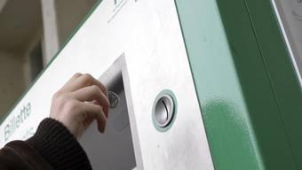 Auch beim Tarifverbund Nordwestschweiz dauert das «Münzeinwerfen» am Automaten künftig länger. Archiv/MTO