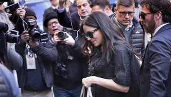 Herzogin Meghan bei der Ankunft zu ihrer Babyparty in New York - wegen der hohen Kosten für die Reise steht die Ehefrau des britischen Prinzen Harry in der Kritik.